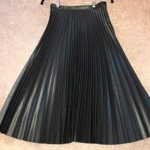 Gorgeous! Like New! Zara pleated green midi skirt!